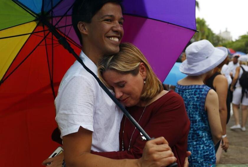 El activista de los derechos humanos puertorriqueño Pedro Julio Serrano agradeció hoy al gobernador saliente de la isla, Alejandro García Padilla, su respaldo a la comunidad LGBTT durante su mandato, en el que se implementaron cuatro leyes a favor de este grupo. EFE/ARCHIVO