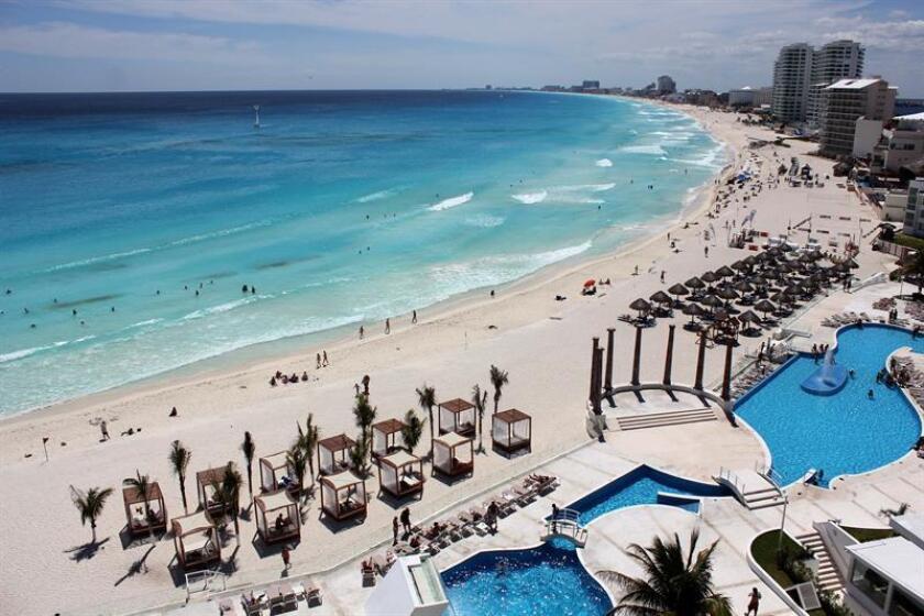 El Gobierno mexicano celebró hoy que el Departamento de Estado de Estados Unidos no haya establecido restricciones de viaje para sus ciudadanos en ninguno de los principales destinos turísticos del país. EFE/ARCHIVO