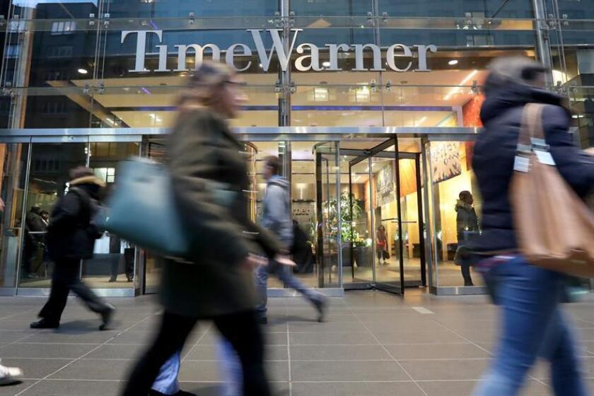 """El Gobierno consideró hoy que el juez que aprobó la fusión del gigante del sector de las telecomunicaciones AT&T con Time Warner cometió """"errores fundamentales de lógica y razonamiento económicos"""". EFE/ARCHIVO"""