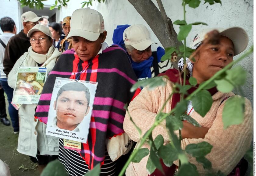 La Caravana de Madres de Migrantes, que en realidad agrupa a 41 mujeres y hombres, hermanos e hijos de Nicaragua, Guatemala, Honduras y El Salvador, llegó a la Ciudad de México a buscar a sus hijos y a denunciar el maltrato, la ineficacia y el desdén de las autoridades mexicanas.