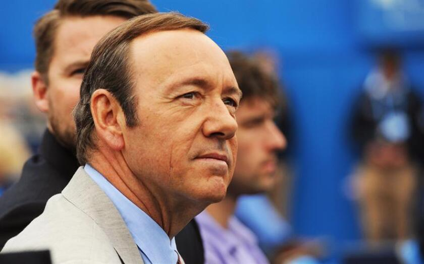 US actor Kevin Spacey watches the second round match between Britain's Andy Murray and Nicolas Mahut of France at the Aegon Tennis Championships at the Queen's Club in London, Britain, 12 June 2013. EFE/EPA