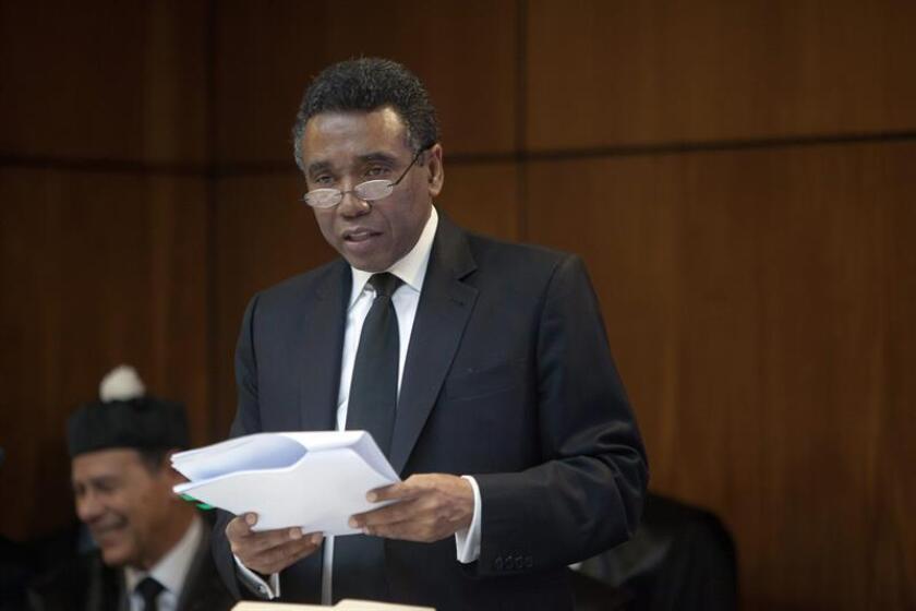 El senador Félix Bautista habla durante el juicio preliminar, junto a otras seis personas, acusadas de presunta corrupción y lavado de activos en Santo Domingo (República Dominicana). EFE/Archivo