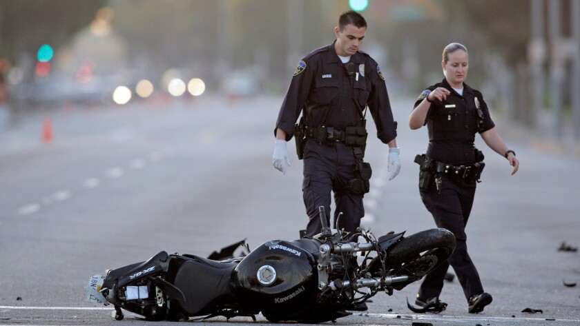 Motorcycle fatalities rose 10% nationwide in 2015, the Governors Highway Safety Assn. reported -- though deaths fell 7% in California.