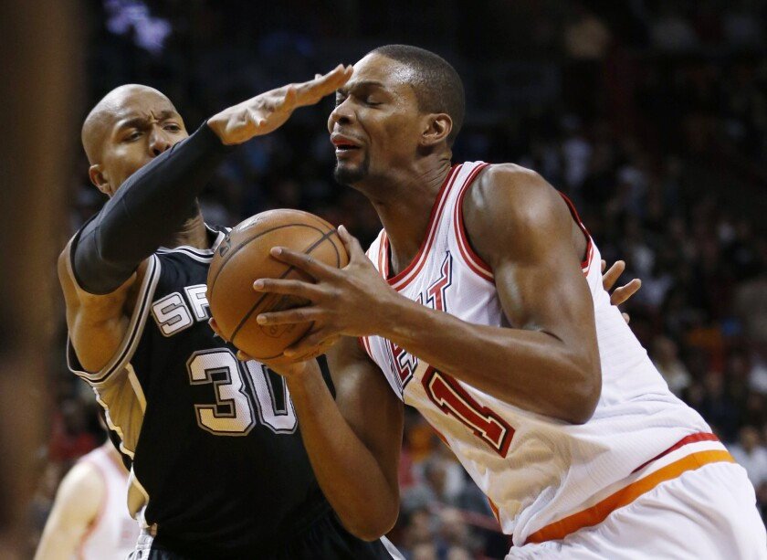 Chris Bosh dealing with blood-clot issue again, source says