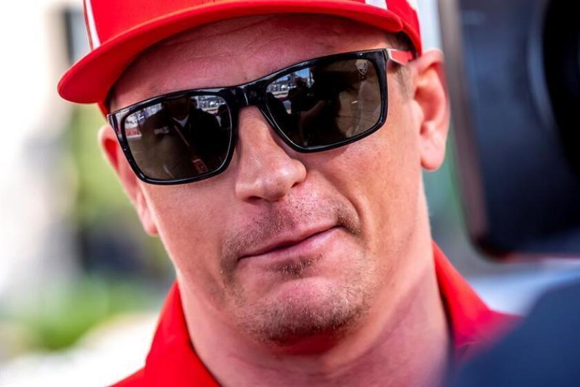 El piloto finlandés de Fórmula Uno Kimi Raikkonen, de Ferrari, se dirige a los medios en el circuito de Yas Marina de Abu Dabi, Emiratos Árabes Unidos, hoy. EFE
