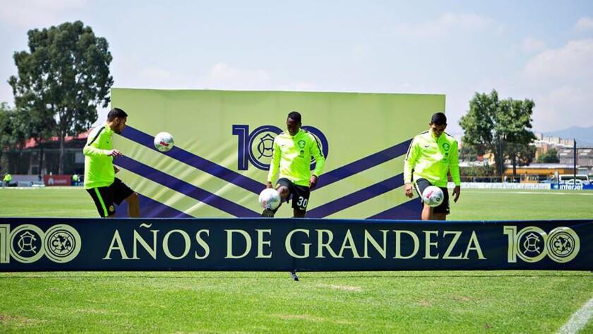 Bruno Valdez, Renato Ibarra y Silvio Romero, en su presentación como refuerzos del América.