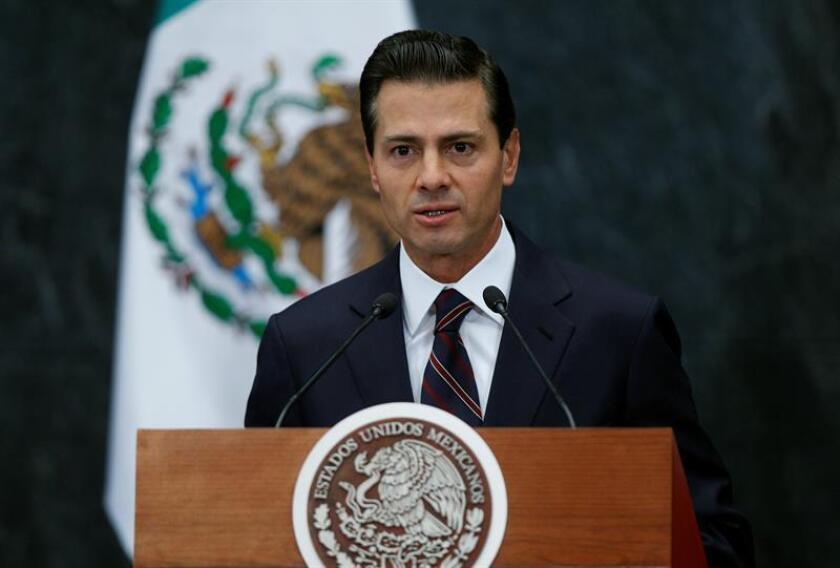 El presidente mexicano, Enrique Peña Nieto, habla el miércoles 4 de enero de 2017, en un acto público en la residencia oficial de Los Pinos en Ciudad de México. EFE