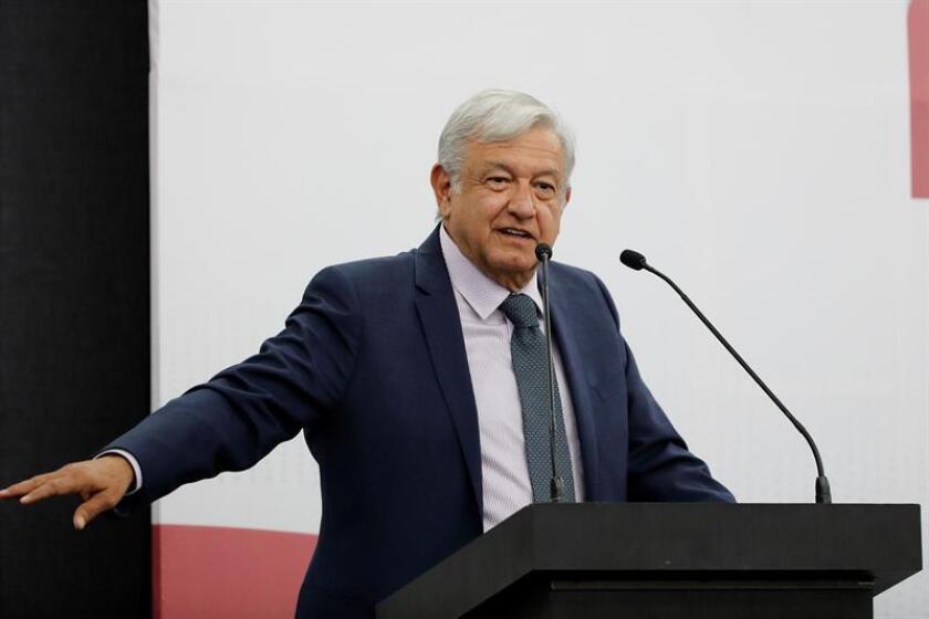 El presidente electo de México, Andrés Manuel López Obrador, habla durante un acto hoy, en Ciudad de México (México). EFE