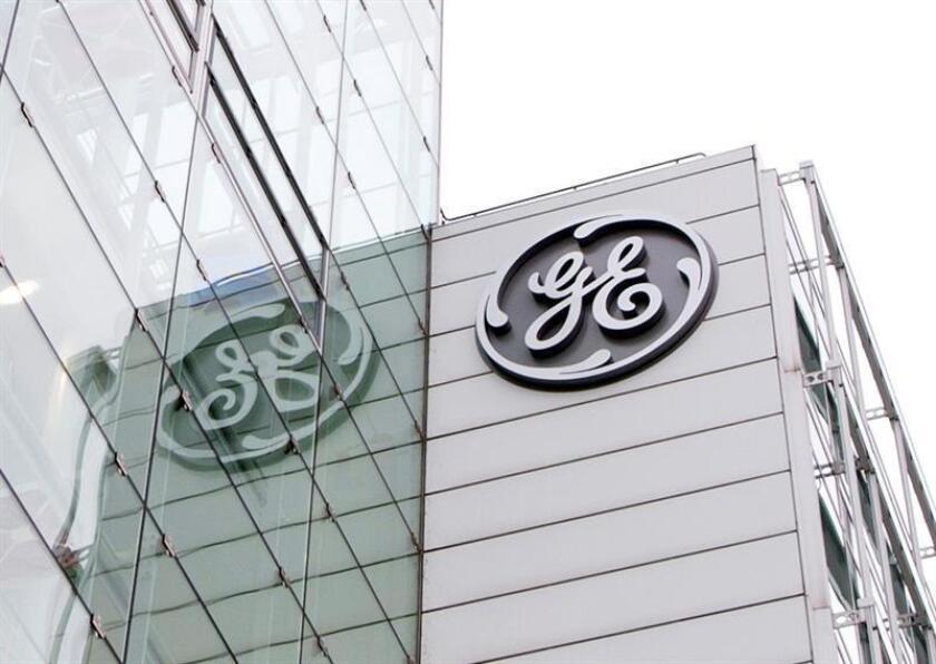 El grupo estadounidense General Electric anunció hoy que ha completado una revisión estratégica de sus líneas de negocio y señaló que se enfocará en los sectores de generación y distribución eléctrica, aviación y energías renovables. EFE/Archivo