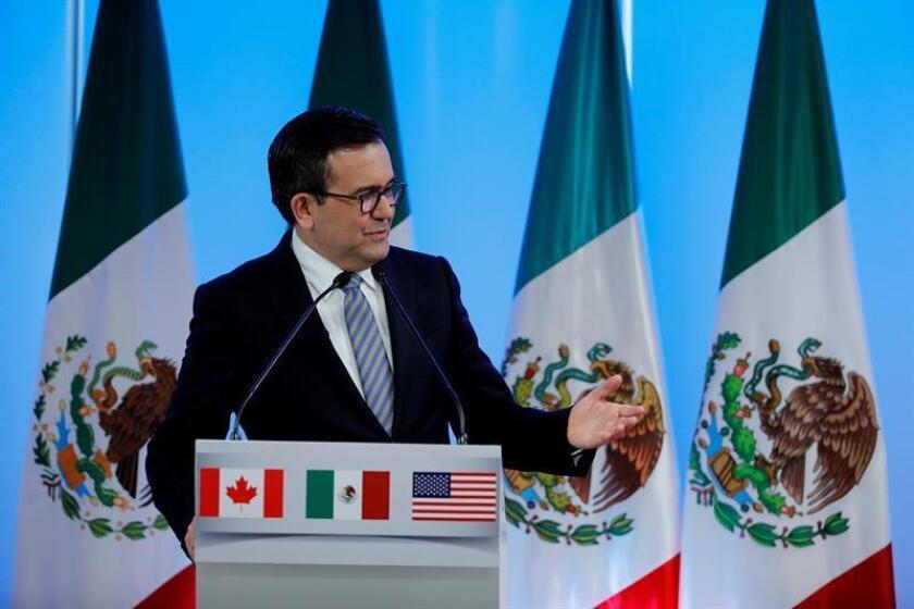 Centrada en puntos claves como las reglas de origen en el sector automotriz, la sexta ronda de negociaciones del TLCAN será decisiva para un México que juega con una ligera ventaja: los mercados parecen menos asustados ante el persistente parloteo de Donald Trump. EFE/ARCHIVO