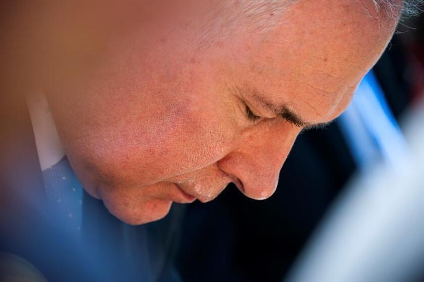 El congresista demócrata Ted Lieu (fuera de la imagen) presentó hoy en la Cámara de Representantes federal una propuesta de ley que tiene por objetivo la lucha contra la corrupción en el Gobierno y la ha bautizado con el nombre del exdirector de la Agencia de Protección Medioambiental (EPA) de EE.UU., Scott Pruitt (imagen). EFE/ARCHIVO
