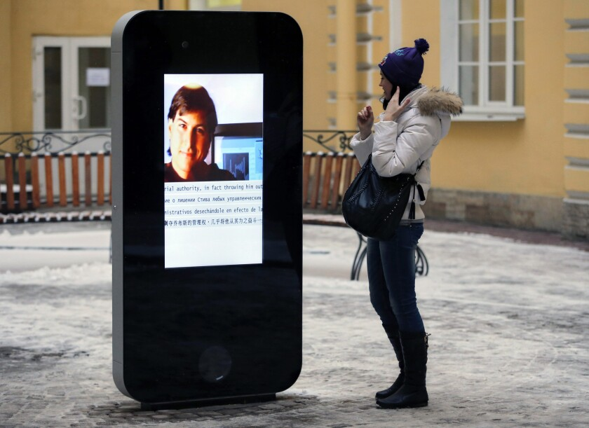 The iPhone-shaped memorial to Steve Jobs in St. Petersburg, Russia, has been taken down in response to last week's announcement that Apple CEO Tim Cook is gay.