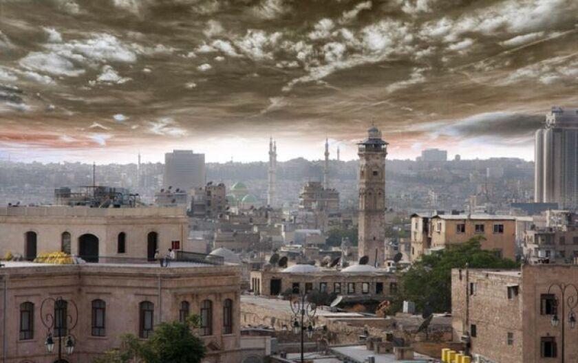 Durante la feroz batalla por Alepo, mientras la mayoría de la ciudad más antigua de Siria estallaba en pedazos a su alrededor, un hombre ha estado trabajando continuamente para preservar la imagen de la urbe que solía ser, antes de que llegaran los horrores de la guerra.