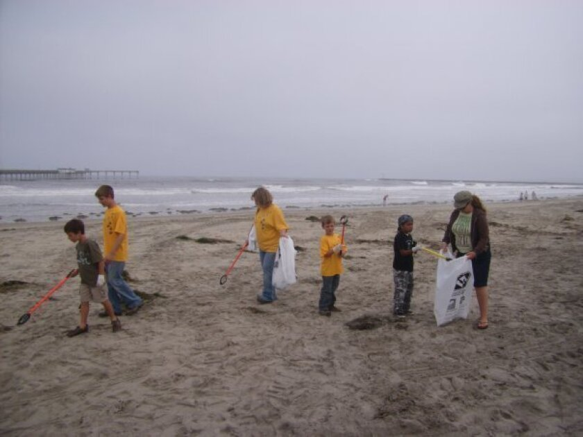 San_Diego_Coastkeeper_Beach_Cleanup_Stock_Pic-1
