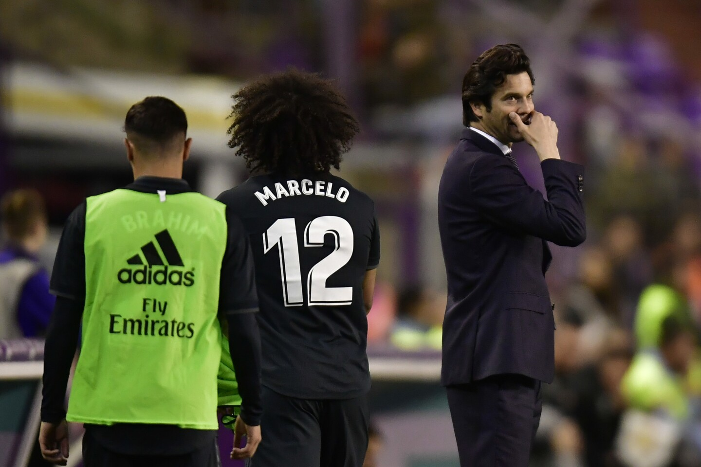 Real Madrid's head manager Santiago Solari gives instructions to Marcelo Vieira during the Spanish La Liga soccer match between Real Madrid and Valladoid FC at Jose Zorrila New stadium in Valladolid, northern Spain, Sunday, March 10, 2019.