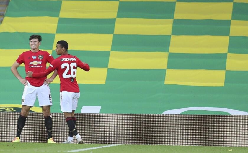 Harry Maguire (izquierda), del Manchester United, festeja con Mason Greenwood