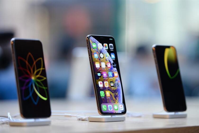 El Tribunal Supremo estudió hoy la petición del gigante informático Apple de desestimar una demanda interpuesta por supuesto uso monopolístico en la venta de las aplicaciones para su teléfono inteligente iPhone y elevar así los precios a sus usuarios. EFE/Archivo