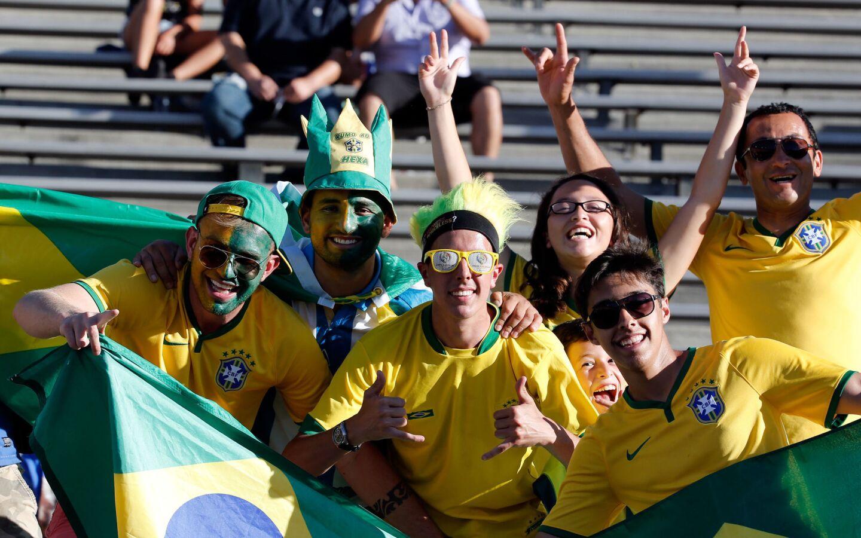 Hinchas de Brasil esperan el inicio del juego ante Ecuador por la Copa América hoy, 4 de junio de 2016, en Pasadena, Los Ángeles, California.