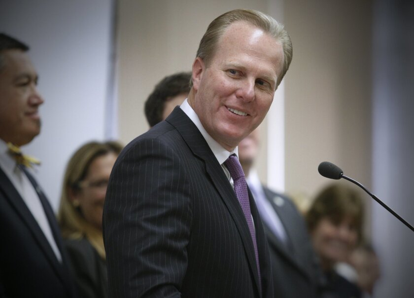 San Diego Mayor Kevin Faulconer talks to a meeting of city employees.