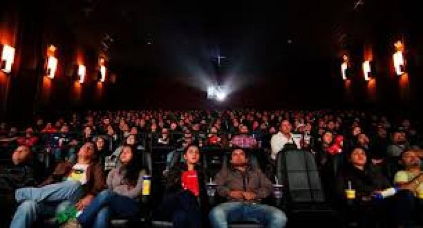Temen asistir a las salas de cine por el asunto del distanciamiento social y el encierro que las mismas.