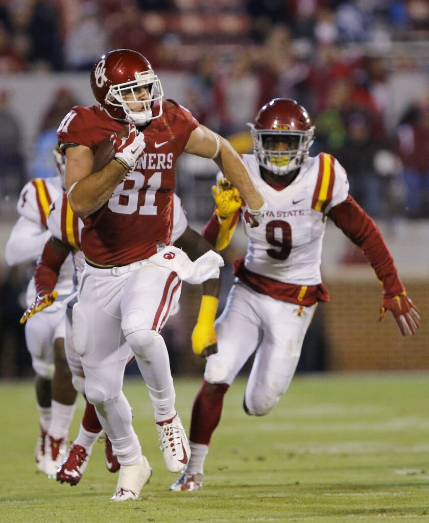 Oklahoma tight end Mark Andrews (81) runs as Iowa State linebacker Reggan Northrup (9) and teammates give chase during the fourth quarter of an NCAA college football game in Norman, Okla., on Saturday, Nov. 7, 2015. Oklahoma won 52-16. (AP Photo/Alonzo Adams)