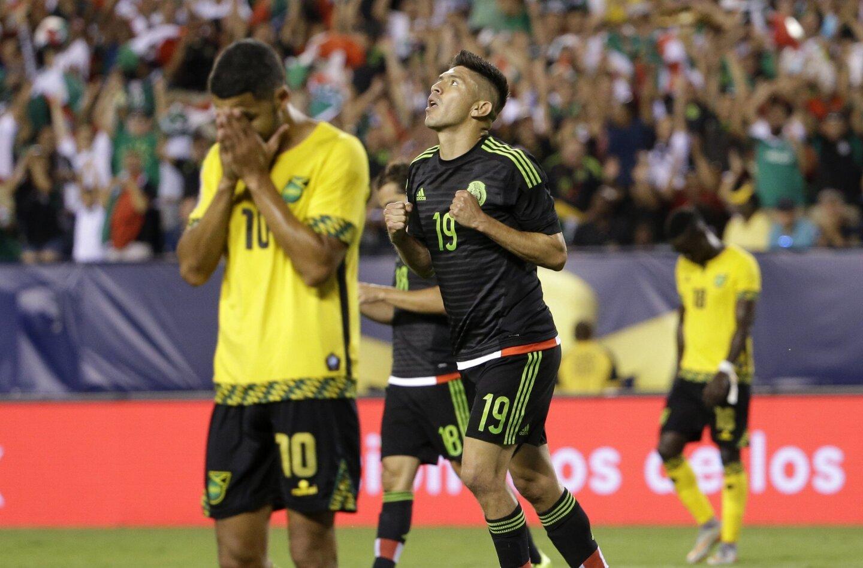 (7 -26 de julio) La Copa Oro sostendrá su edición 14, y en disputa estará un medio boleto para la Copa Confederaciones 2021. Debido a que viene un año después de la Copa América Centenario, será difícil convencer a la gente de emocionarse con equipos como Jamaica, Martinica y Canadá, cuando hace un año tuvieron a equipos como Chile, Argentina, Brasil y Uruguay. Sin embargo, podría ser una buena oportunidad para ver coronar a un equipo centroamericano o caribeño debido a que México estará concentrado en las Eliminatorias y la Copa Confederaciones, mientras que Estados Unidos está pasando por una era de recambio bajo el mando del nuevo entrenador Bruce Arena, que le dará prioridad a las Eliminatorias. La Copa Oro 2017 visitará la ciudad de San Diego en la primera ronda y en la fase de eliminación a Pasadena y Santa Clara.