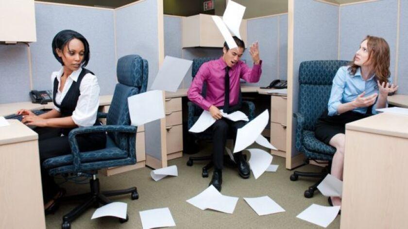 numerosos estudios han demostrado que le cuestan dinero a los negocios o entidades gubernamentales en donde trabajan. La productividad de otros trabajadores cae en picada. Sus colegas piden licencia por enfermedad o incluso renuncian.