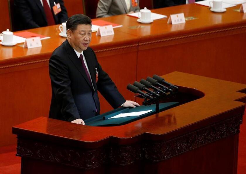 La reunión de esta semana entre los líderes de China, Xi Jinping (imagen), y Corea del Norte, Kim Jong-un, ha complicado los cálculos de Washington respecto a la cumbre que el presidente Donald Trump quiere mantener con el dictador norcoreano, según varios expertos. EFE/ARCHIVO