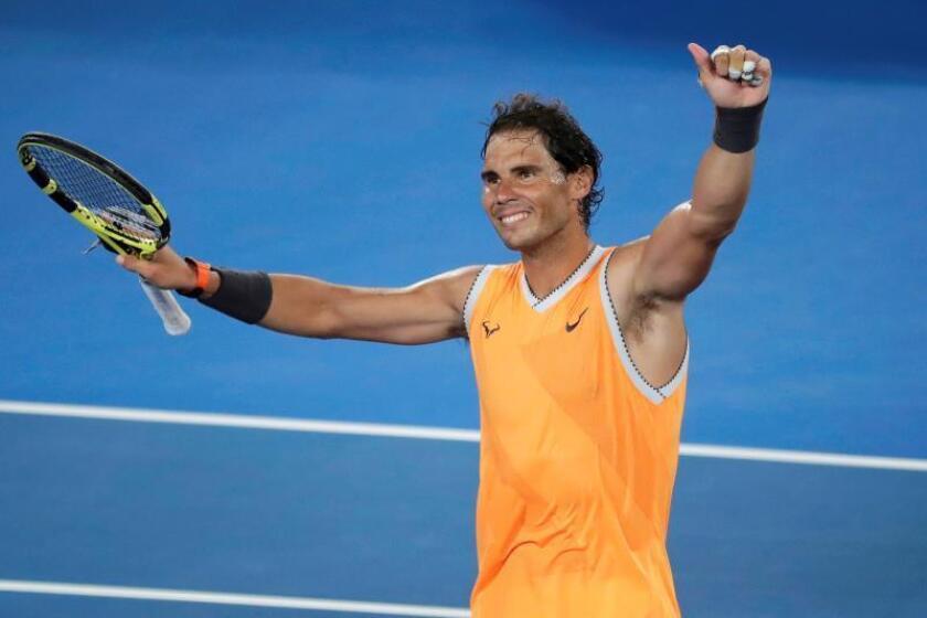 El tenista español Rafael Nadal celebra su victoria sobre el australiano Matthew Ebden en partido correspondiente al Abierto de Australia disputado en Melbourne, Australia, hoy, 16 de enero de 2019. EFE