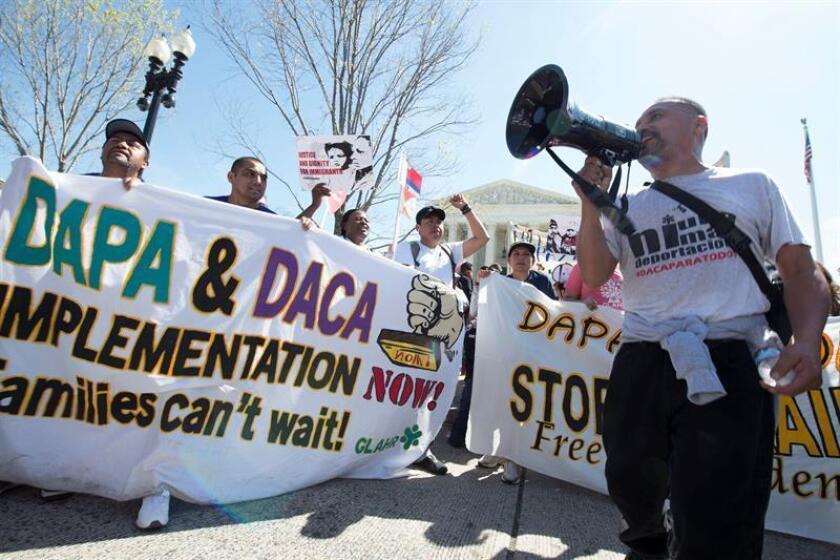 """Los jóvenes beneficiados por la Acción Diferida (DACA) quedaron a salvo de las deportaciones masivas que prepara el Gobierno, pero igualmente están intranquilos porque consideran que antes o después todos los indocumentados serán blanco de la """"agenda de odio"""" del presidente Donald Trump. EFE/ARCHIVO"""