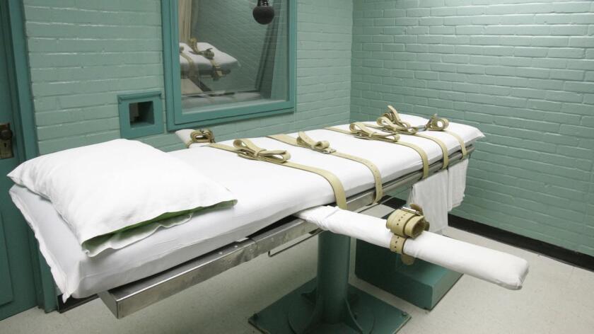El juez de distrito Cormac Carney dictaminó el año pasado que la pena de muerte en California era una promesa vacía, con demoras impredecibles que representaban ejecuciones arbitrarias y extraordinarias.