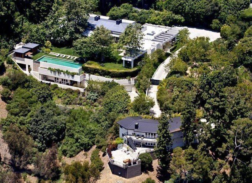 Talk show host Ellen DeGeneres is selling her Beverly Hills estate to Ryan Seacrest.