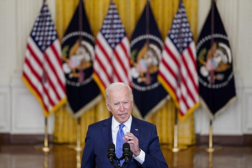 El presidente Joe Biden habla sobre temas económicos en la Sala Este de la Casa Blanca, Washington