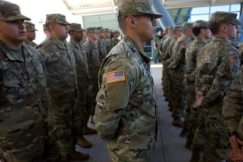 Miembros de la Guardia Nacional de California asisten a una rueda de prensa para anunciar la llegada de 51 miembros de la Guardia Nacional que ayudarán a la guardia fronteriza de El Centro Sector en labores de resguardo en la frontera con México en Imperial, California (EE. UU.). EFE/Archivo