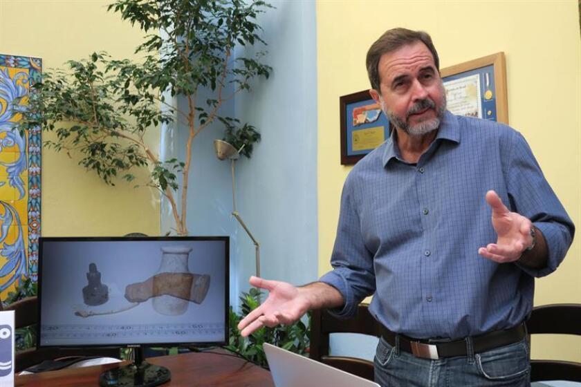 El arqueólogo subacuático Jesús E. Vega habla hoy, viernes, 6 de abril de 2018, durante una presentación en el Museo del Mar en el Viejo San Juan (Puerto Rico). EFE