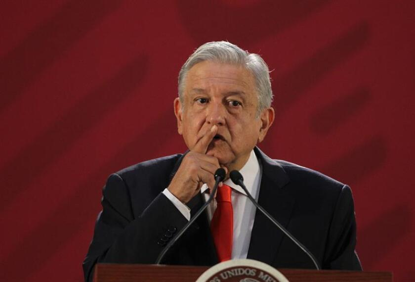 El presidente de México, Andrés Manuel López Obrador, habla en una rueda de prensa en el Salón Tesorería de Palacio Nacional en Ciudad de México (México). EFE