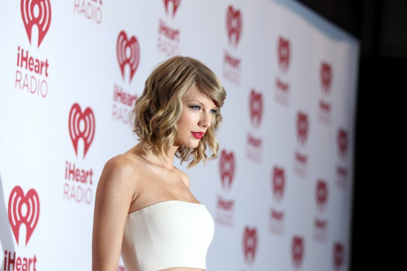 Taylor Swift hosted a private listening party for a handful of fans at her Los Angeles home over the weekend.