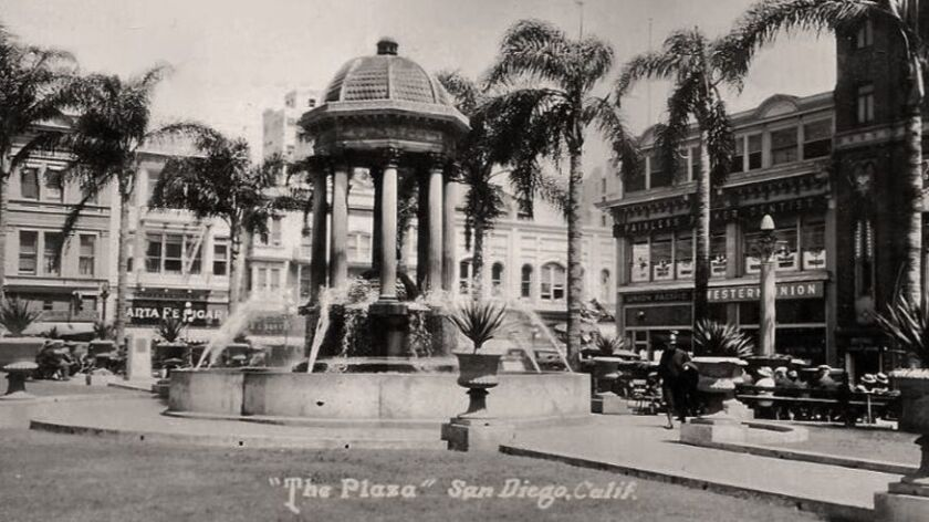 Horton Plaza, shortly after its renovation in 1910, was redesigned by local architect Irving J. Gill, who also designed the fountain.