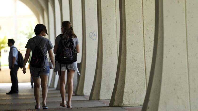 """Unos 18 estados tienen ahora leyes que permiten a los indocumentados pagar matrícula universitaria como residentes del estado y otros seis les ofrecen ayuda financiera"""", según la Conferencia Nacional de Legislaturas Estatales (NCSL)."""