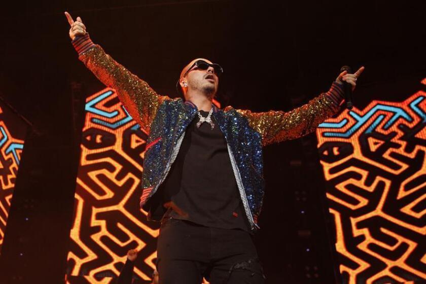 """El cantante colombiano J Balvin actúa durante un concierto como parte de su gira internacional """"Vibras Tour"""". EFE/Archivo"""