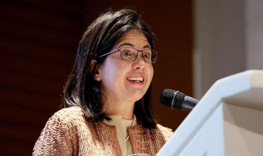 """La viceministra de Comercio Exterior de Colombia, Olga Lucía Lozano, habla durante el foro """"Alianza del Pacífico, un desafío empresarial"""", en Bogotá (Colombia). EFE"""