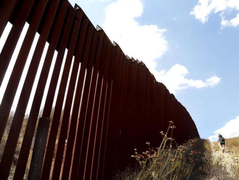 Pensiones militares pagarán el muro de Trump, según el Wall Street Journal