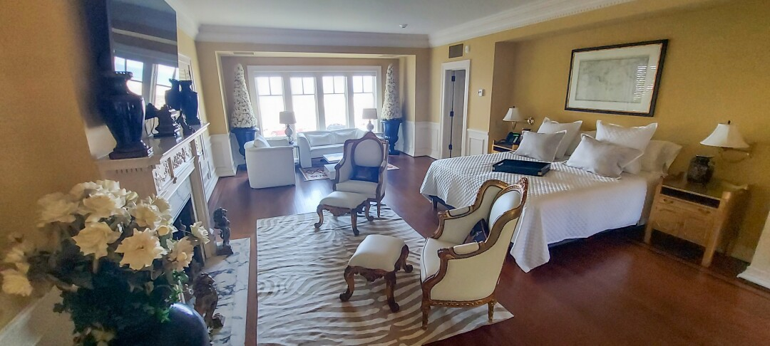 Bill Clinton stayed in this suite in the 1990's at Crown Manor in Coronado.