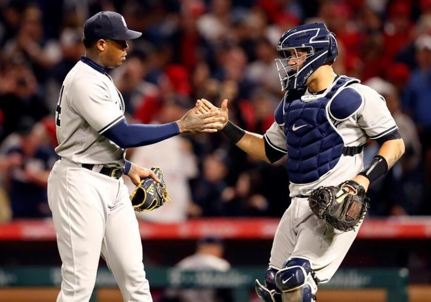 New York Yankees pitcher Aroldis Chapman (L) and catcher Gary Sanchez (R) celebrate the Yankees' victory over the Los Angeles Angels in their MLB baseball game at Angel Stadium in Anaheim, California, USA. EFE