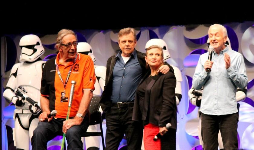 De izq. a der., Peter Mayhew, Mark Hamill, Carrie Fisher y Anthony Daniels, los protagonistas iniciales de la saga, durante el panel de este jueves