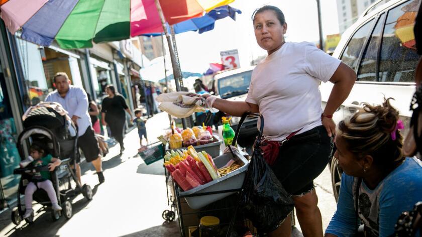 Foto de archivo. María Franco es una vendedora que han vendido en la calle por los últimos 12 annos.