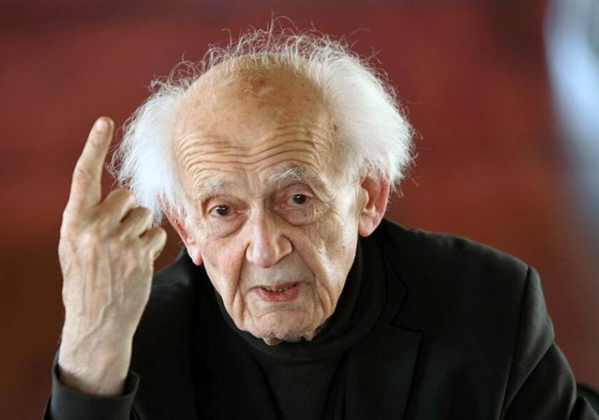 """El Fondo de Cultura Económica (FCE), editorial del Gobierno mexicano, lamentó hoy la muerte del filósofo polaco Zygmunt Bauman (1925-2017), quien desarrolló el concepto de """"modernidad líquida"""" y uno de los principales analistas críticos con el concepto de la """"posmodernidad"""". EFE/ARCHIVO"""