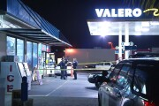 Men armed with shotgun rob gas station