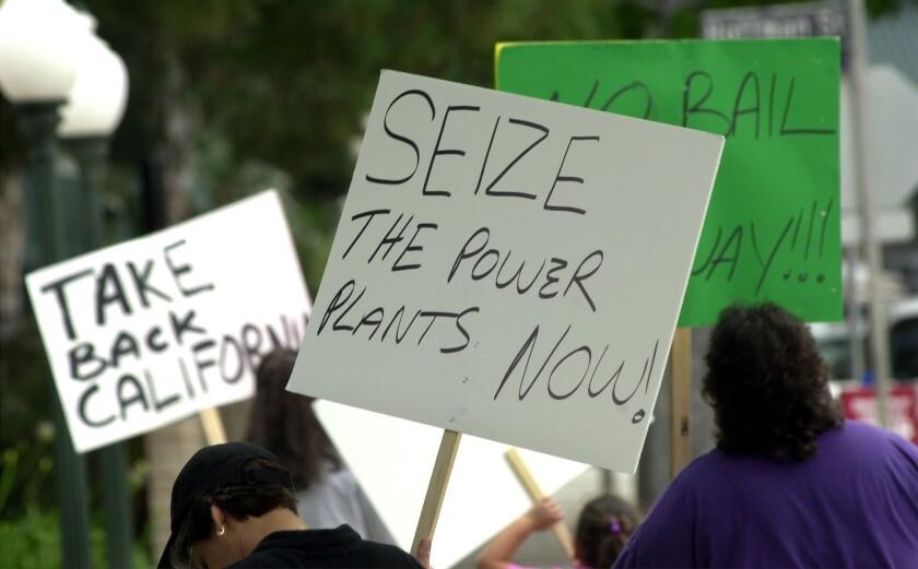 Manifestantes expresan su frustración por la crisis energética de California