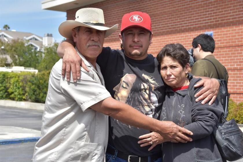 Fotografía de archivo donde se observan a los integrantes de la familia Romero en Oxnard, California (EE.UU.). EFE/Archivo